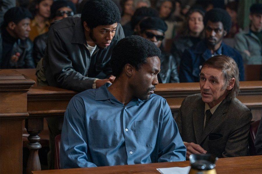 《芝加哥七人案:驚世審判》劇照。 圖/IMDb