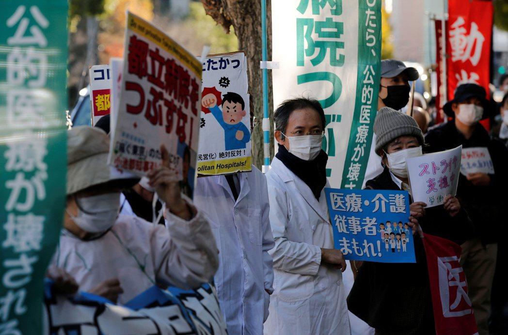 日本感染源的累積核心,仍是人口最多、最密集的東京都地區;但疫情新增速率最急,且最...