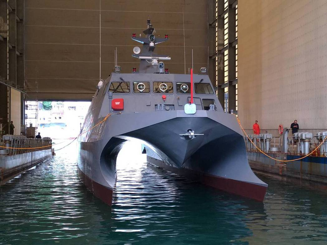 「微型飛彈突擊艇」排水量僅約50噸,比中科院建造的80噸級雙胴測試載臺「光榮之星」還要小,且採三胴船體設計,美方官員認為「非常酷」! 圖/中科院