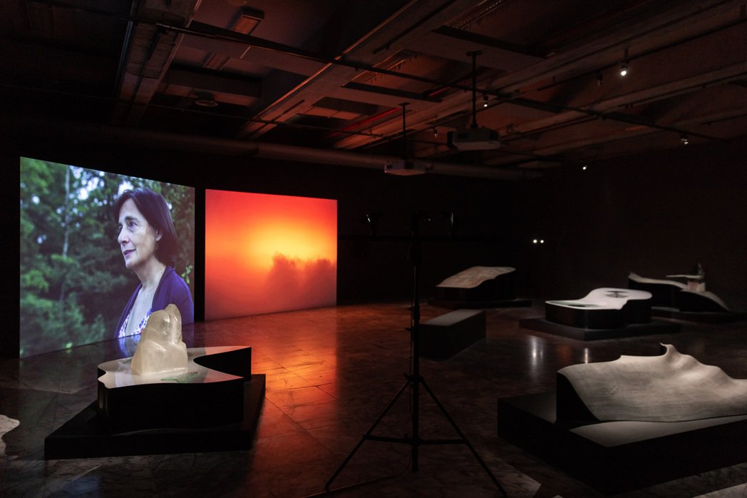 雋.巴爾達扎+皮耶.保茲,《Mass(質量/彌撒)》,2020,雙頻道錄像、複合...