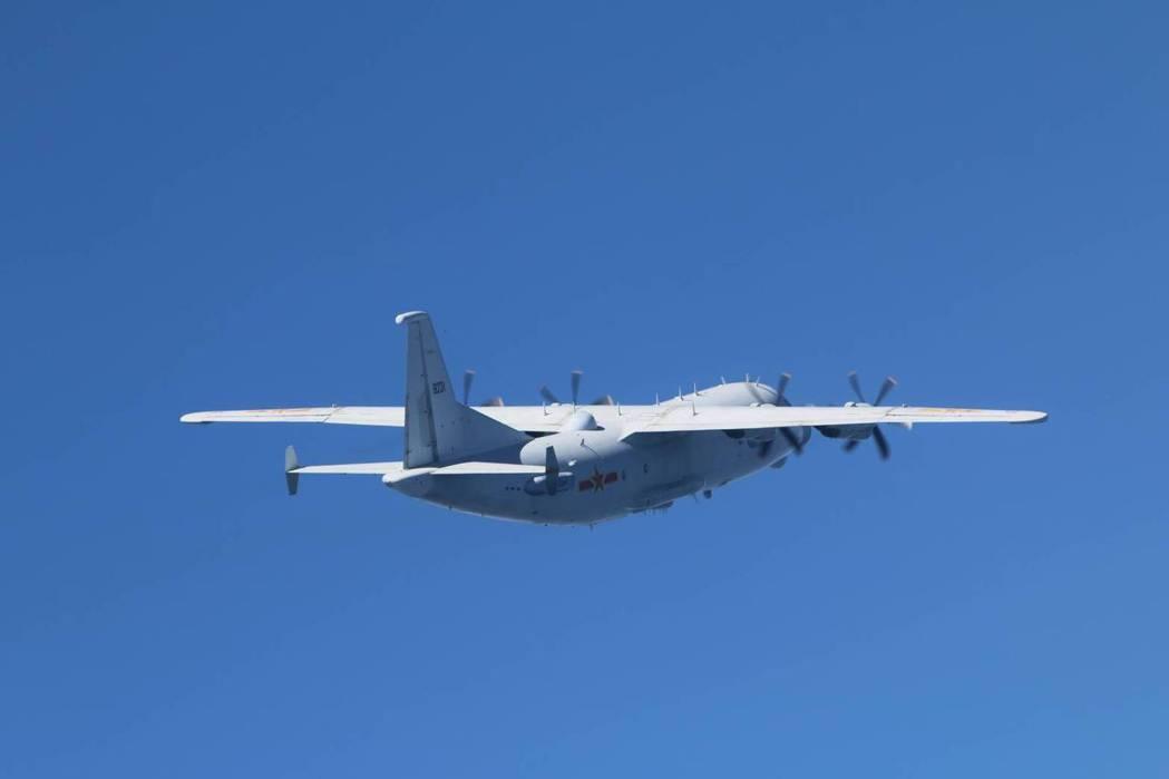 共軍運-8技術偵察機11月初進入我西南防空識別區(ADIZ),空軍派遣空中巡邏兵力應對。 圖/國防部