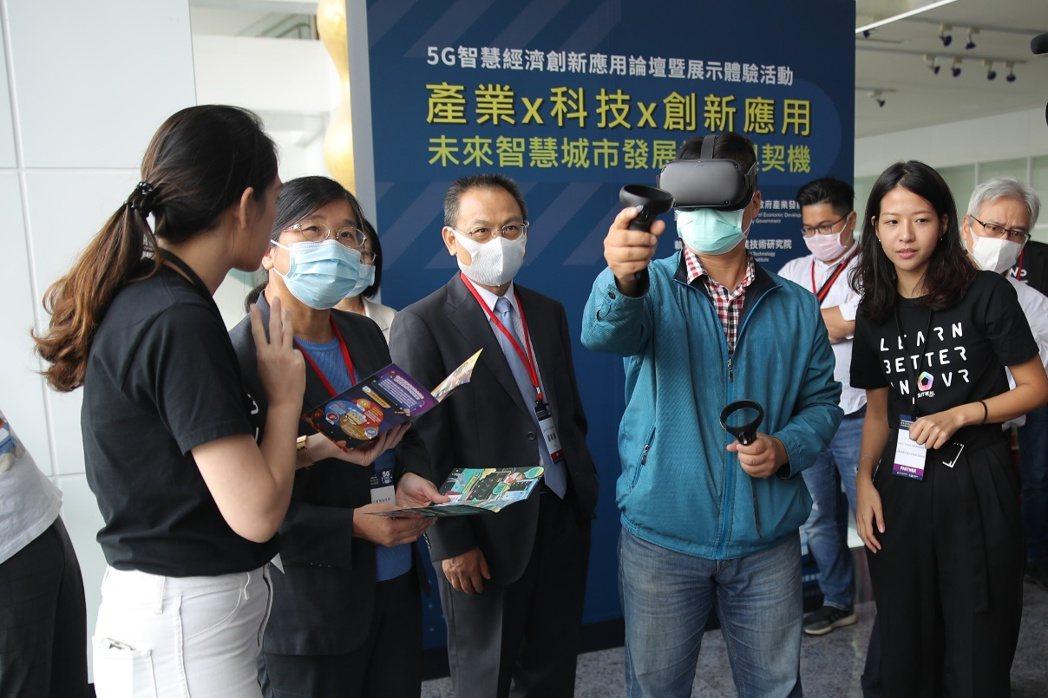 體驗VR等新興科技所帶來的樂趣。 臺北市產業發展局/提供。