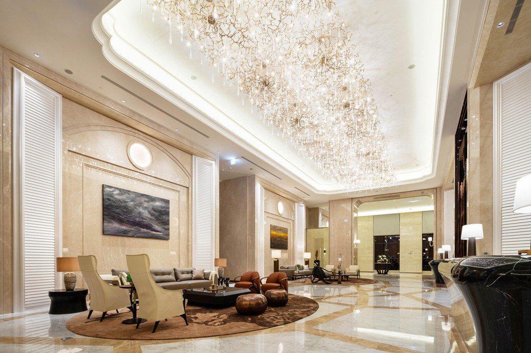 以奢遊世界為概念規劃公設空間的「遠雄THE ONE」,貴客在17樓私宅接待大廳C...