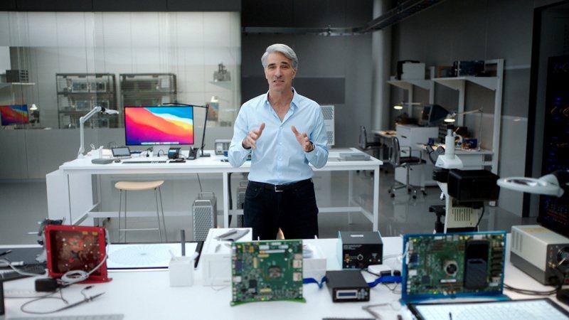 圖為11月10日蘋果公司軟體工程高級副總裁克雷格·費德里基(Craig Federighi)展示Big Sur和Apple的先進軟體技術如何針對M1優化。 歐新社