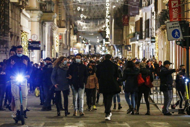 義大利是疫情最嚴重的歐洲國家之一,累計180多萬人確診染疫,6萬多人病故。 圖/美聯社