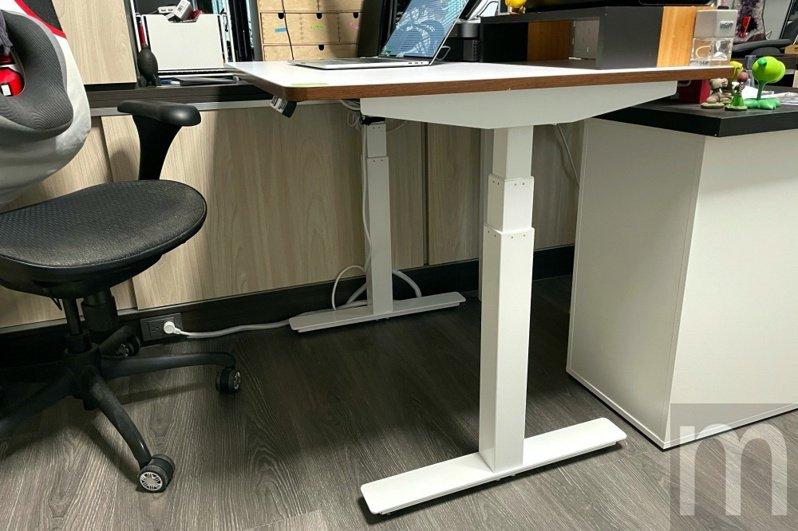 ▲由雅浩家具代理銷售,台灣新創品牌MADESK打造的升降桌