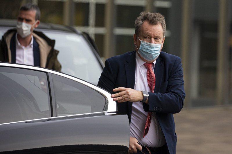 英国首席脱欧谈判代表佛罗斯特(前)6日抵达位于布鲁塞尔的欧盟执委会,与欧盟首席谈判代表巴尼耶会晤。欧新社(photo:UDN)