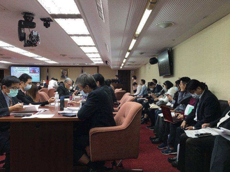 立法院衛環委員會今天邀請環保署長張子敬備詢。記者吳姿賢/攝影