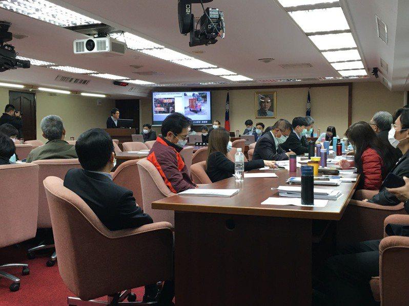 立法院衛環委員會今天邀請環保署報告廢棄物處理及空氣汙染防治方案。記者吳姿賢/攝影
