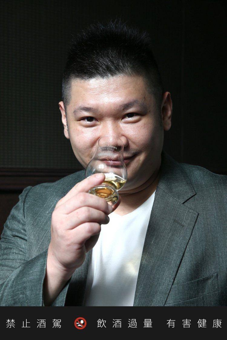 台灣單一麥芽俱樂部創辦人吳哲文。記者/蘇健忠攝影。提醒您:禁止酒駕 飲酒過量有礙...