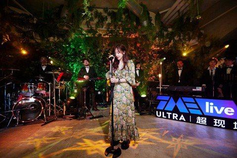 王心凌昨晚於「私.心」線上音樂會開唱,精選較少演唱、甚至沒有公開演唱過的歌曲,透過騰訊音樂娛樂集團旗下平台直播,近500萬人在線觀看,她說:「其實每一張專輯都有一些歌,我自己很喜歡,只是當時沒機會選...