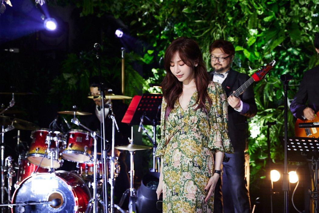 王心凌昨晚線上開唱,精選較少演唱、甚至沒有公開演唱過的歌曲。圖/環球唱片提供
