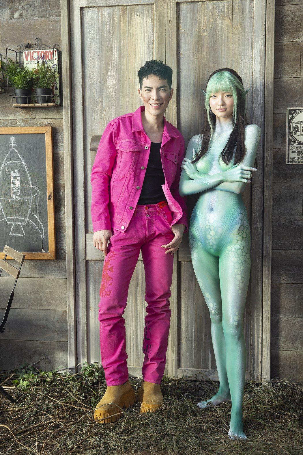 老蕭(左)MV女主角邀來178公分精靈系女模潘星妤演出。圖/華納音樂提供