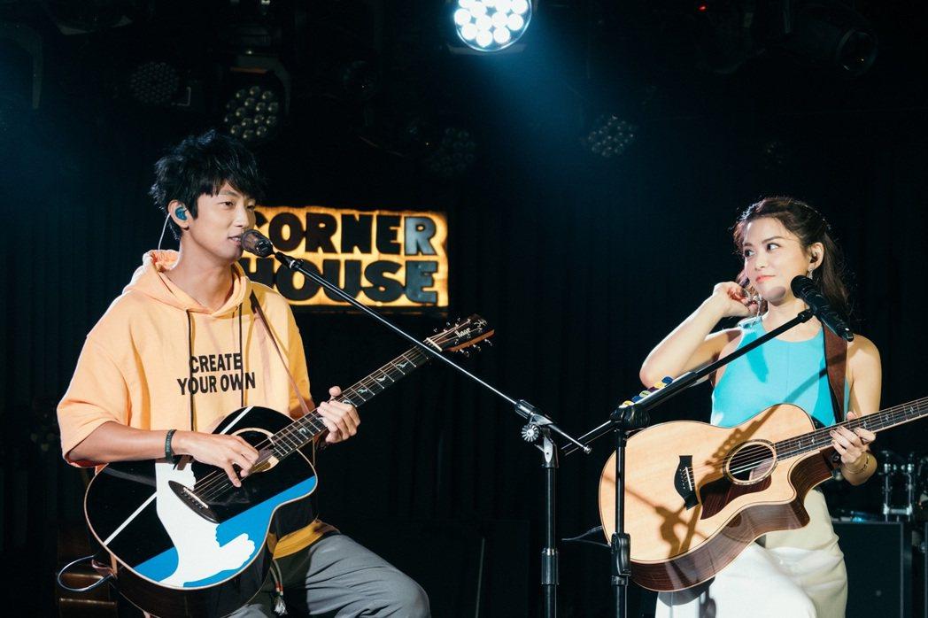 紀儀羚(左)與嘉賓許書豪合唱「別再叫我哥/Girl」。圖/禾酷音樂提供