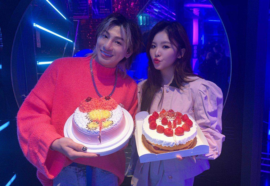 王欣晨(右)20歲生日與粉絲同歡,嘉賓嘻小瓜祝壽兼熱舞。圖/歆動音樂提供