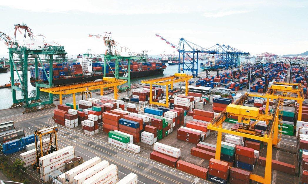 財政部昨天公布11月出口319.9億美元,是歷年單月次高;財政部預估,「今年將迎...