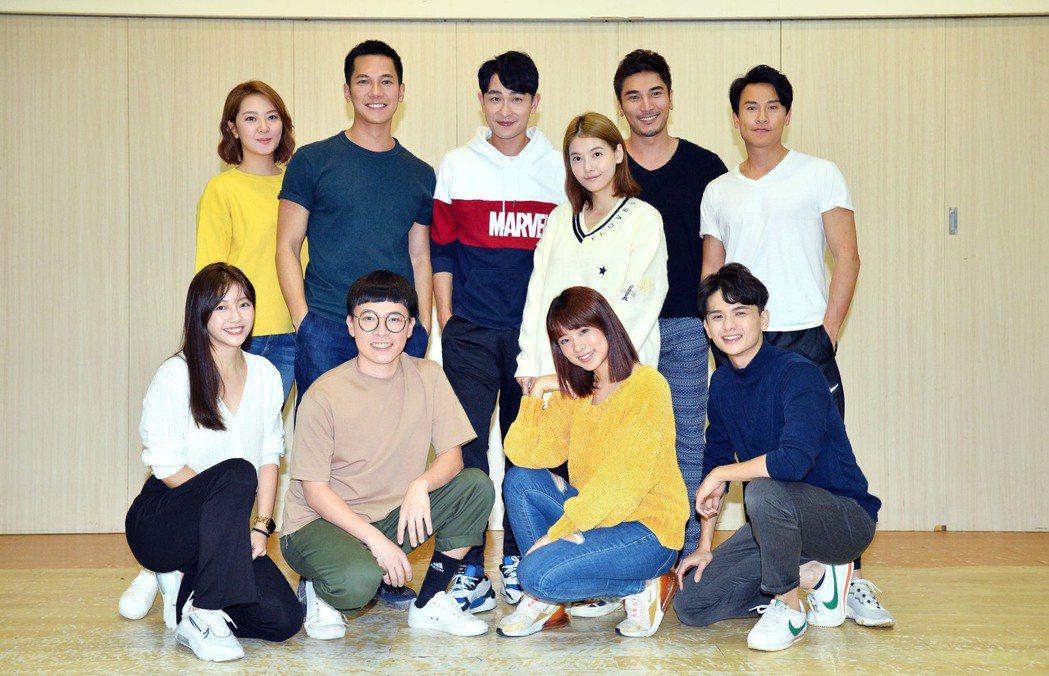「女力報到」演員群齊聚練舞。圖/TVBS提供