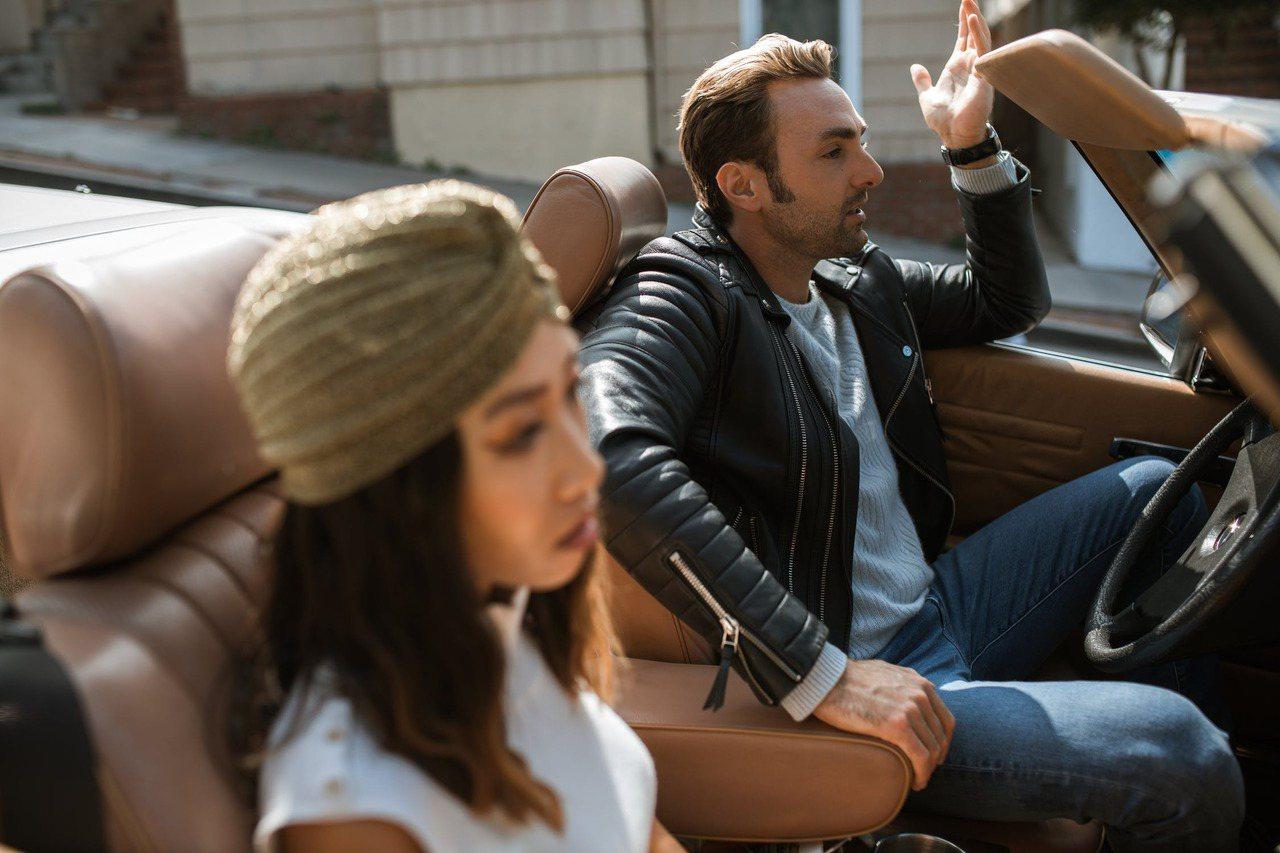 結束關係從來不是件容易的事,特別是當妳正值坐三望四的年紀,要談分手或是離婚,要背...
