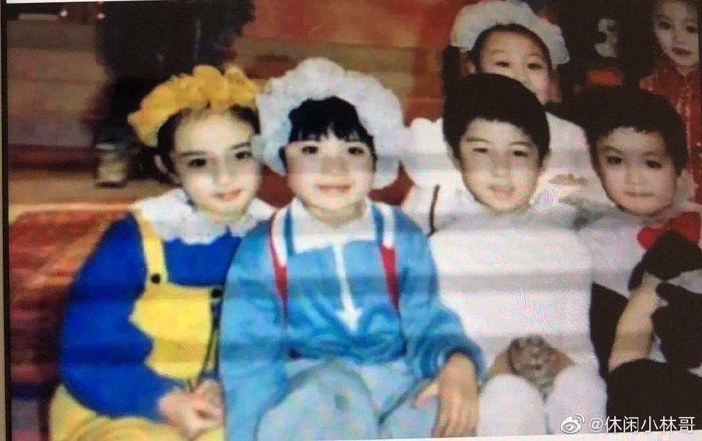 楊冪爸爸曝光女兒小時照片(左一)。圖/擷自微博