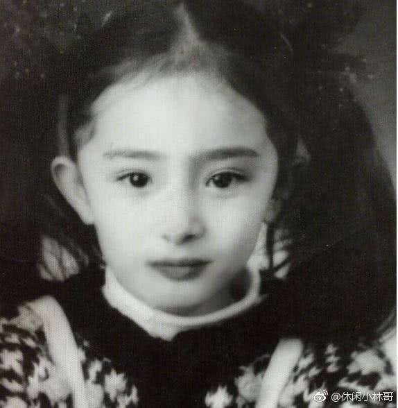 楊冪爸爸曝光女兒小時照片。圖/擷自微博