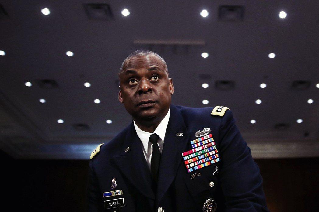 奧斯丁是少數真正有帶兵實力、又能打破「種族天花板」的高階將官,在軍中也以沉默、心...