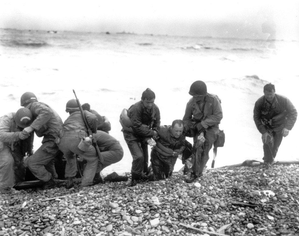 1944年6月6日,參與諾曼第登陸的美軍。 圖/美聯社