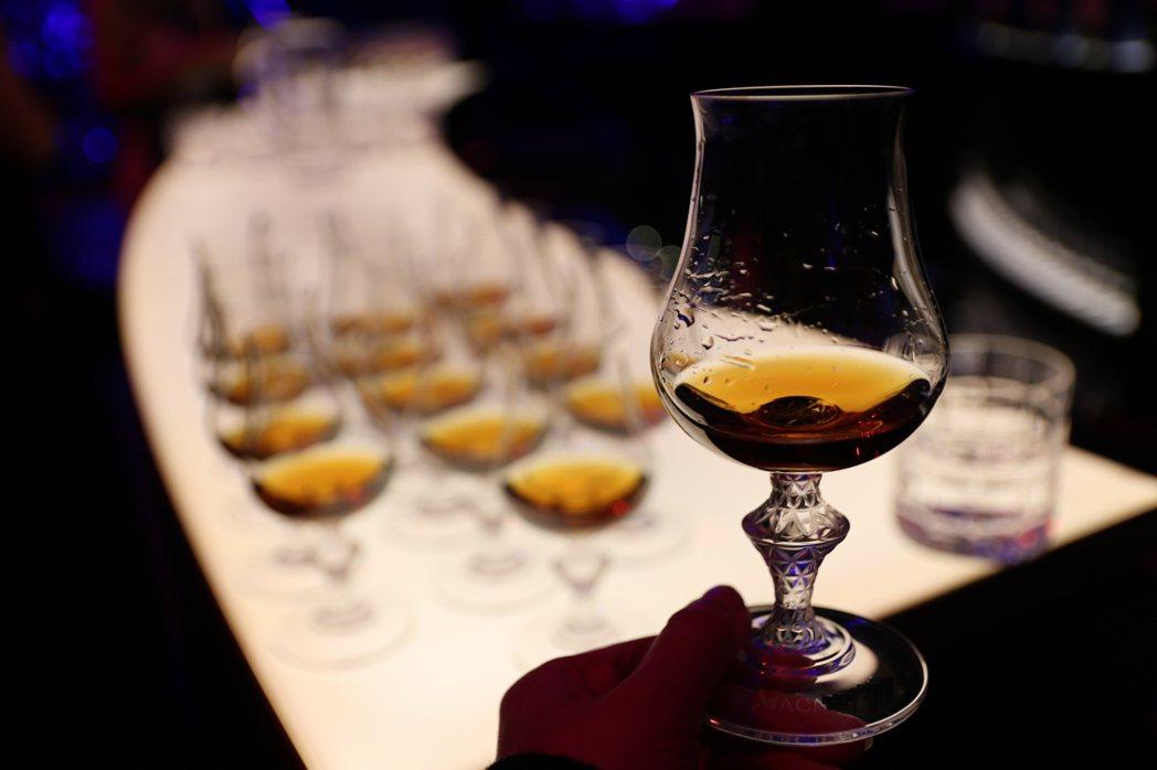 雪莉桶陳威士忌因味香質地飽滿,能與各種菜色和合交融,遂而備受喜愛。 圖/葉怡蘭提...