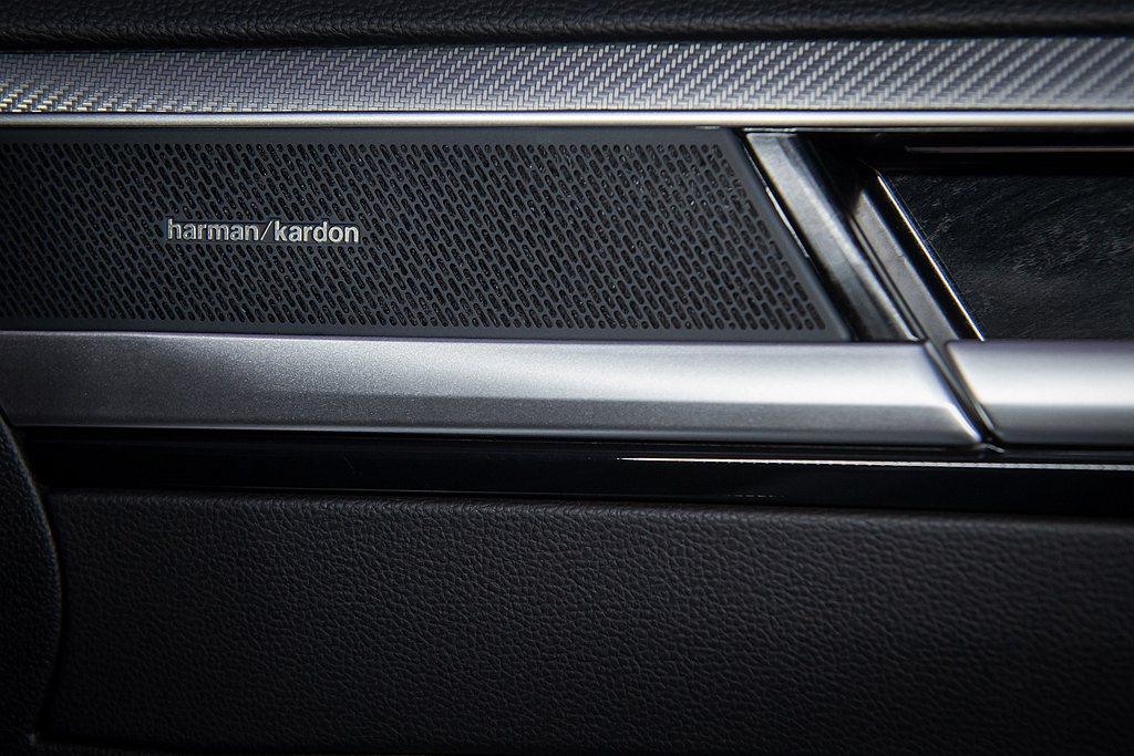福斯Arteon配備最大總輸出功率700瓦的頂級Harman Kardon環繞音...