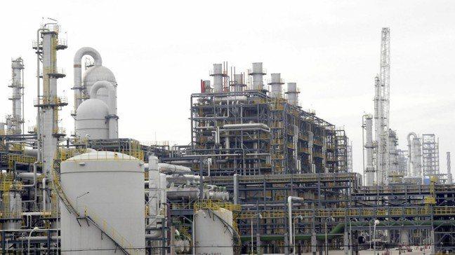 中國大陸上海一處石化工廠。圖/新華社