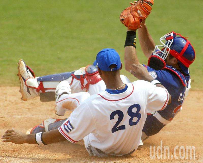 棒球自2008年北京奧運之後,被剔除於奧運常設比賽之外。圖為2008年中華奧運棒球隊對戰古巴。圖/聯合報系資料照片