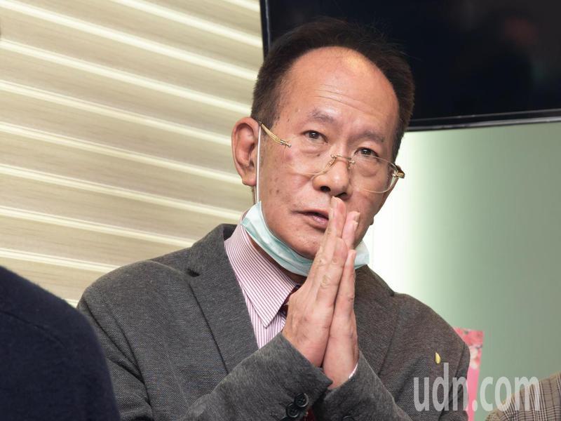 國民黨立委陳超明以500萬元交保後,今天現身立法院委員辦公室,並接受媒體提問。記者季相儒/攝影