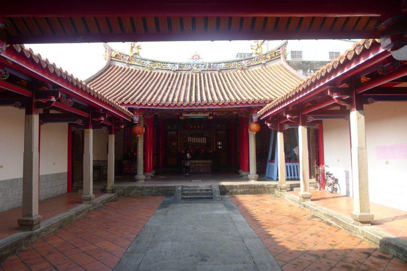 林氏家廟追遠堂為二進二廊二護龍的傳統合院型建築,歷經多次整修,大致保持原貌,其文物跨越清代、日治到戰後,具高度藝術價值。 圖/文化局提供
