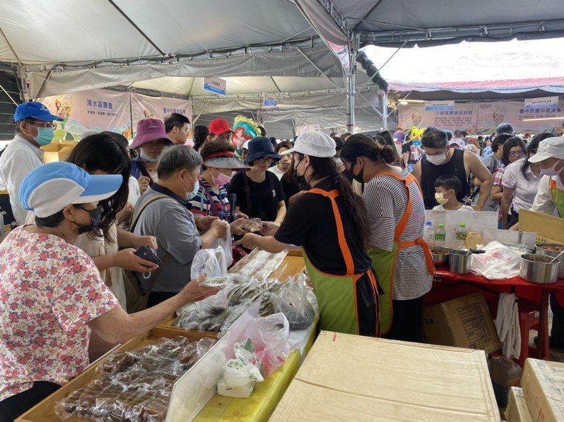 2020新社花海暨台中國際花毯節農特產品行銷區由台中市府農業局負責,以台中農好為主題,設置126個攤位。圖/台中市政府提供