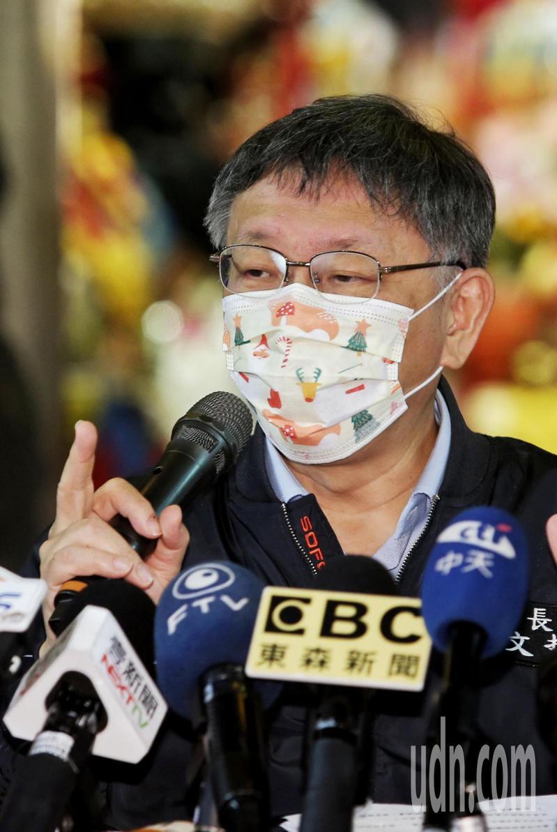 台北市市長柯文哲下午出席青山宮繞境檢討會,被問及中天撤照問題,柯文哲指出既然撤了中天執照,未來對其它電視台標準要一致。記者曾原信/攝影