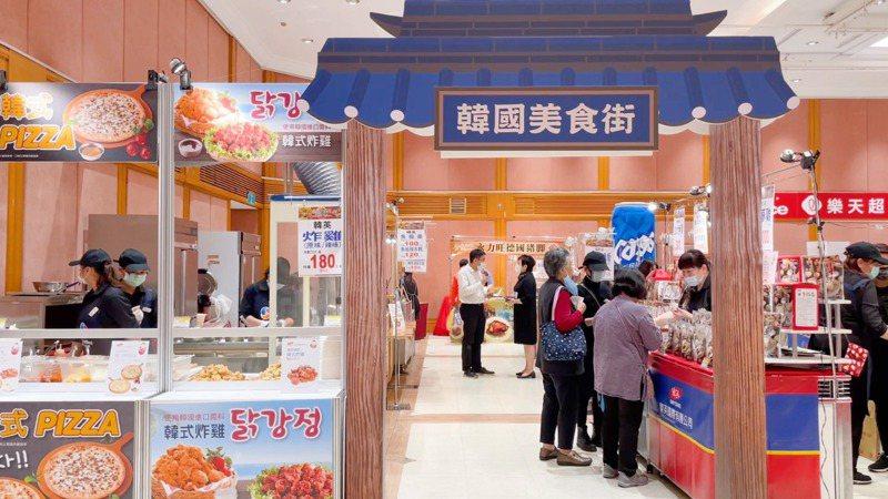 SOGO忠孝館12/8至12/14在12樓活動會館推出「韓國&國際美食大探索」,集結超過70家品牌。圖/SOGO提供