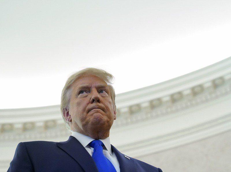 連任失利的川普(如圖)曾說,若選舉人團投票支持民主黨拜登擔任下一任美國總統,他將會離開白宮。