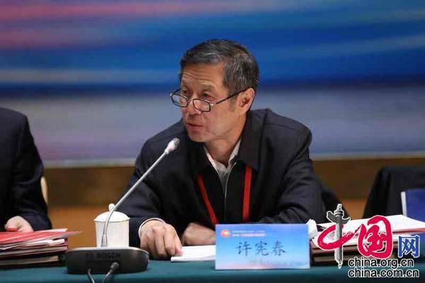 大陸國家統計局前副局長許憲春表示,明年將補上今年疫情導致的窟窿,大陸全年增速可達7%到8%。(圖/取自新浪網)