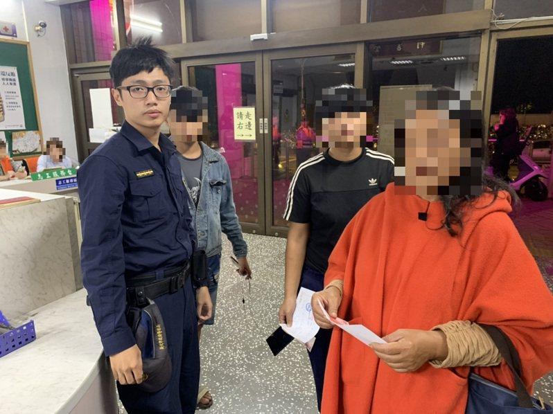 去年台東胡姓少年的母親透過申請「川資」,從台東北上至新北土城帶回兒子。圖/警方提供