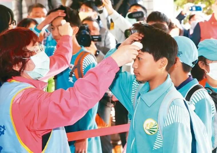 台北市加強防範新冠肺炎疫情之際,北投某學校傳出腸病毒疫情。聯合報系資料照