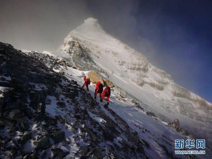 大陸與尼泊爾共同宣布聖母峰最新高度為8848.86公尺。(圖/取自新華網)