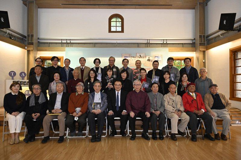 「家庭美術館──美術家傳記叢書」及「台灣傑出藝術家影音紀錄片」舉行發表會。圖/藝術家雜誌提供