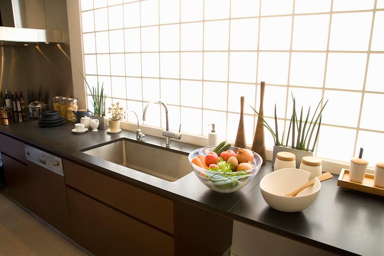 錯誤的整理方式會增加打掃工作的難度,而廚房是和食物有關的地方,更應保持整潔。 圖...