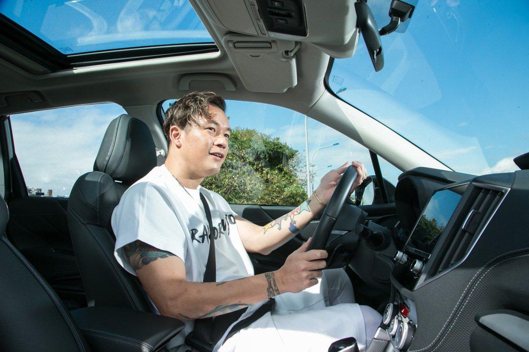 阿Ben認為開車是另一件讓爸爸感覺很帥的事情。 記者陳立凱/攝影