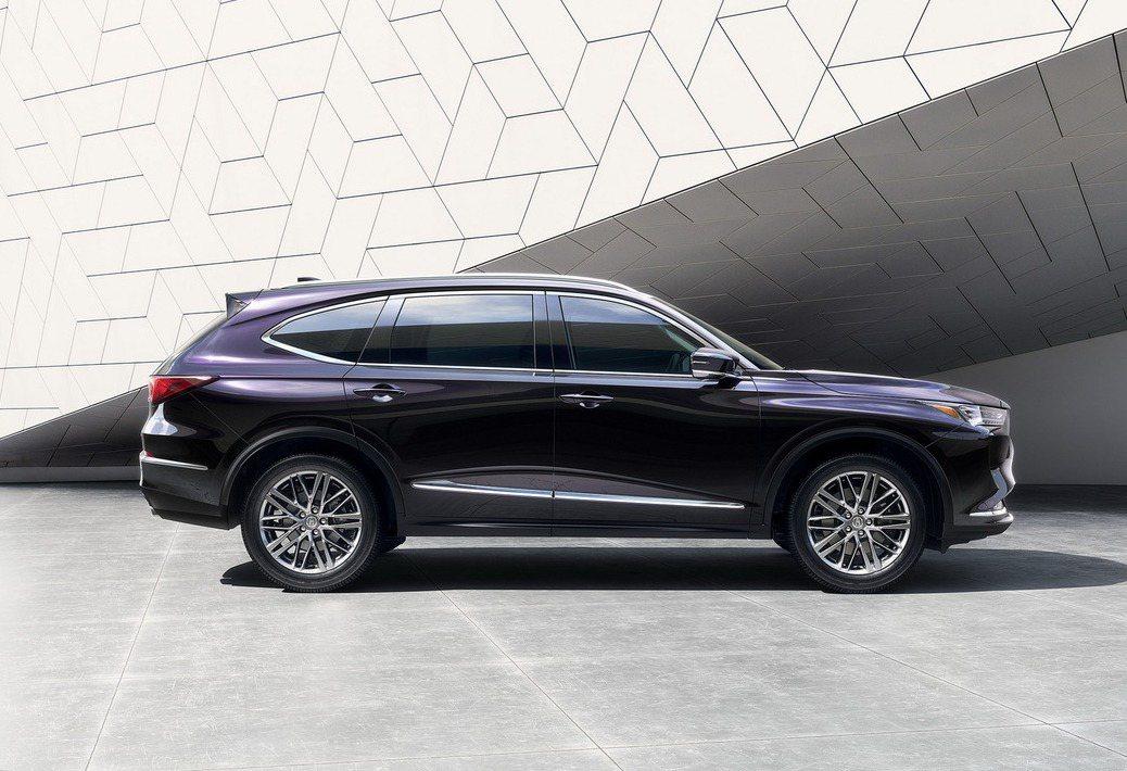 長車頭設計能將引擎盡量往車艙移動,造就更好的操控與配重。 圖/Acura提供