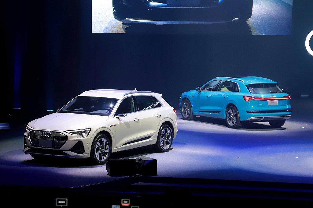 Audi e-tron外觀造型採用獨特創新的雙層設計概念,搭配四環休旅家族最重要...