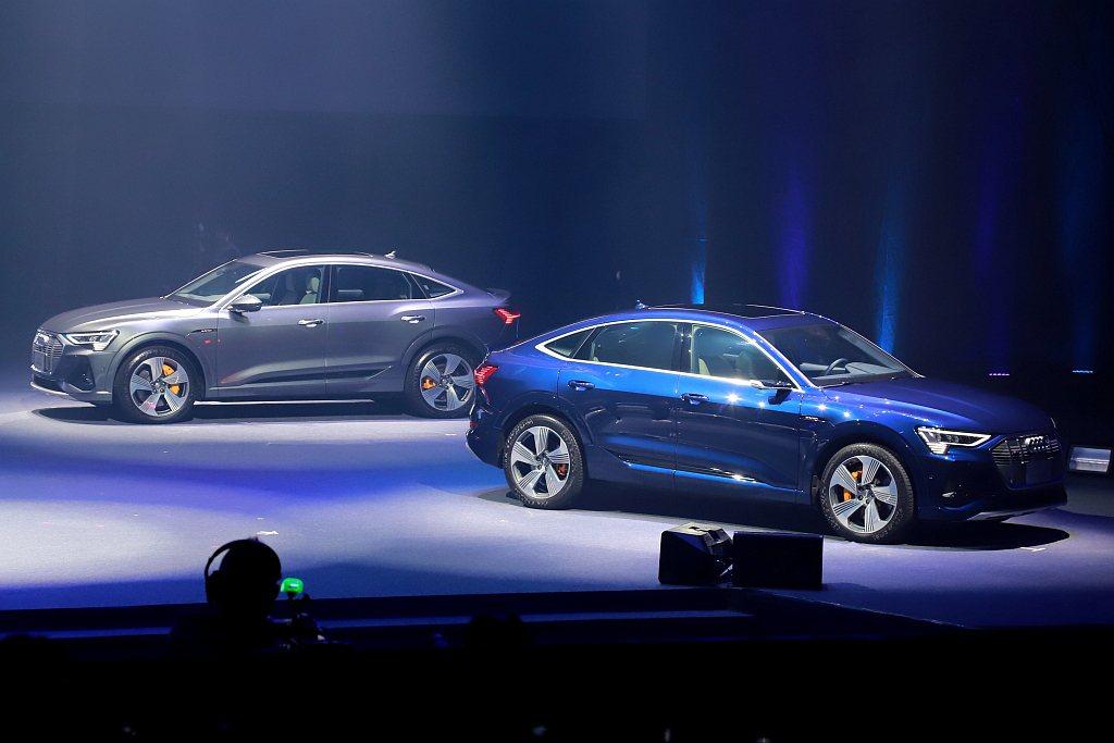 Audi e-tron受惠電池模組平整地設置在底盤上,可讓底盤軸距得以最大化並將...