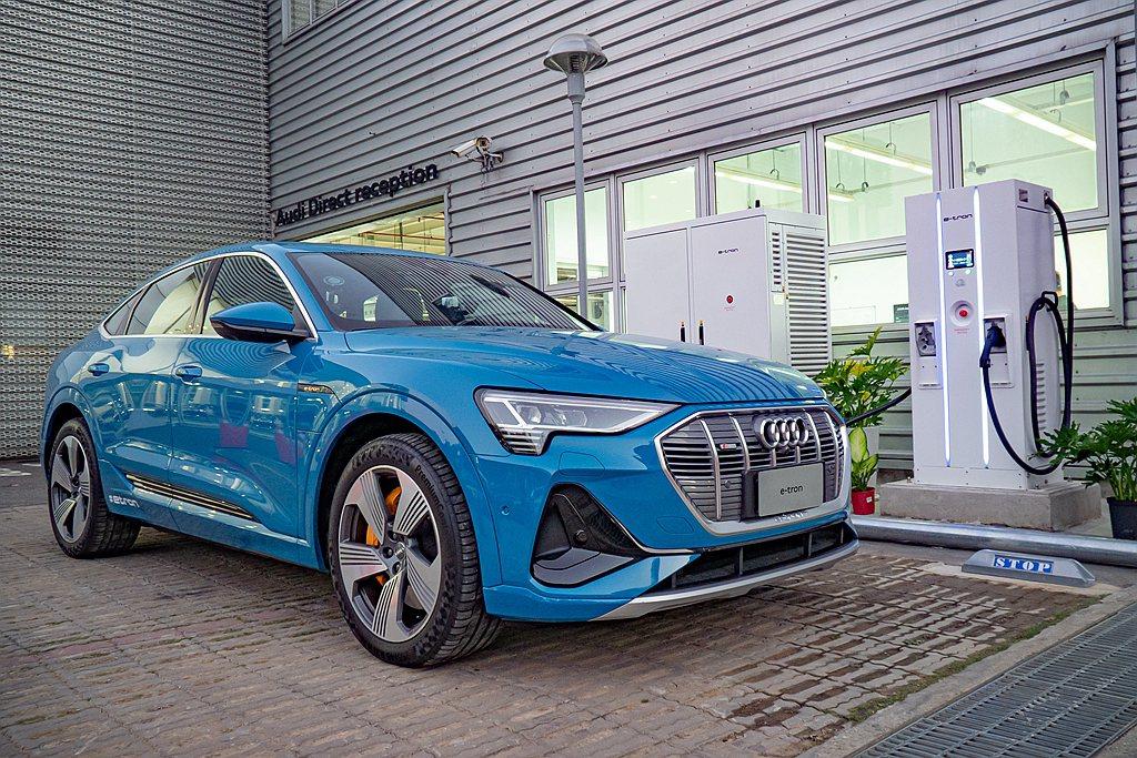台灣奧迪也在五大都會樞紐地區的原廠授權展示中心設置「Audi極速充電站」,充電1...