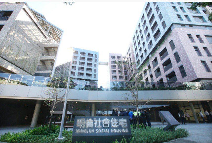 明倫社宅高租金引發爭議,但仍吸引大批民眾搶租。聯合報系資料照
