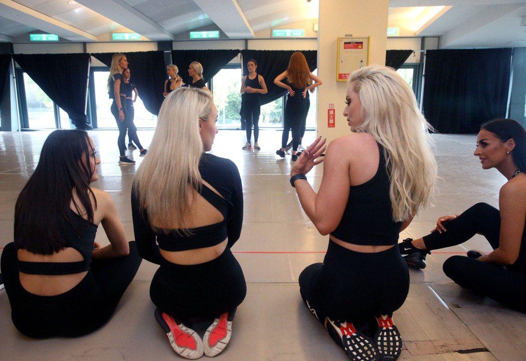 2020年「火焰之舞」引爆台灣踢踏舞熱潮,百位精銳舞者將環台6天8場演出,近百位...