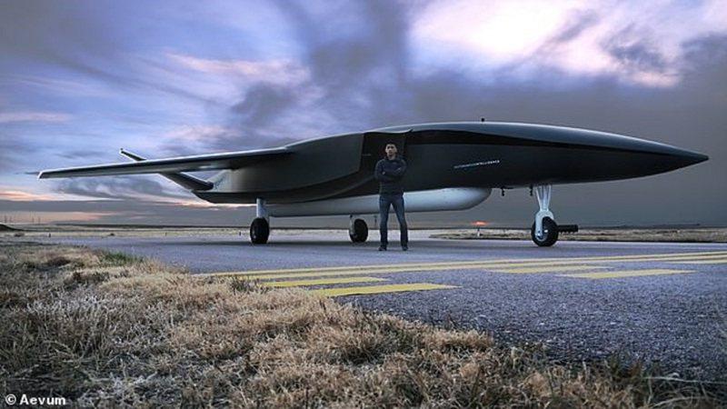 永常公司開發的全球最大全自主衛星發射用無人機Ravn X,全長24公尺,最短只需約1.6公里的跑道就可起飛,也能自行返回基地降落,前往機庫停好。圖/翻攝自MAILONLINE